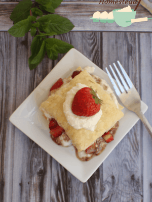 Satisfy your sweet tooth without going overboard with these delicious, fancy strawberry ricotta dessert cups!